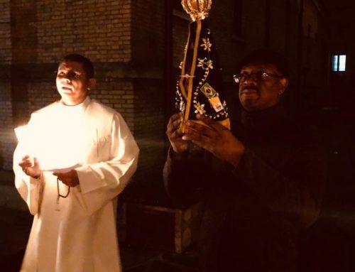Comunidade reza o rosário no encerramento do mês de outubro