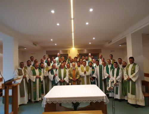 Frei Raniero Cantalamessa prega retiro aos padres do Pio Brasileiro